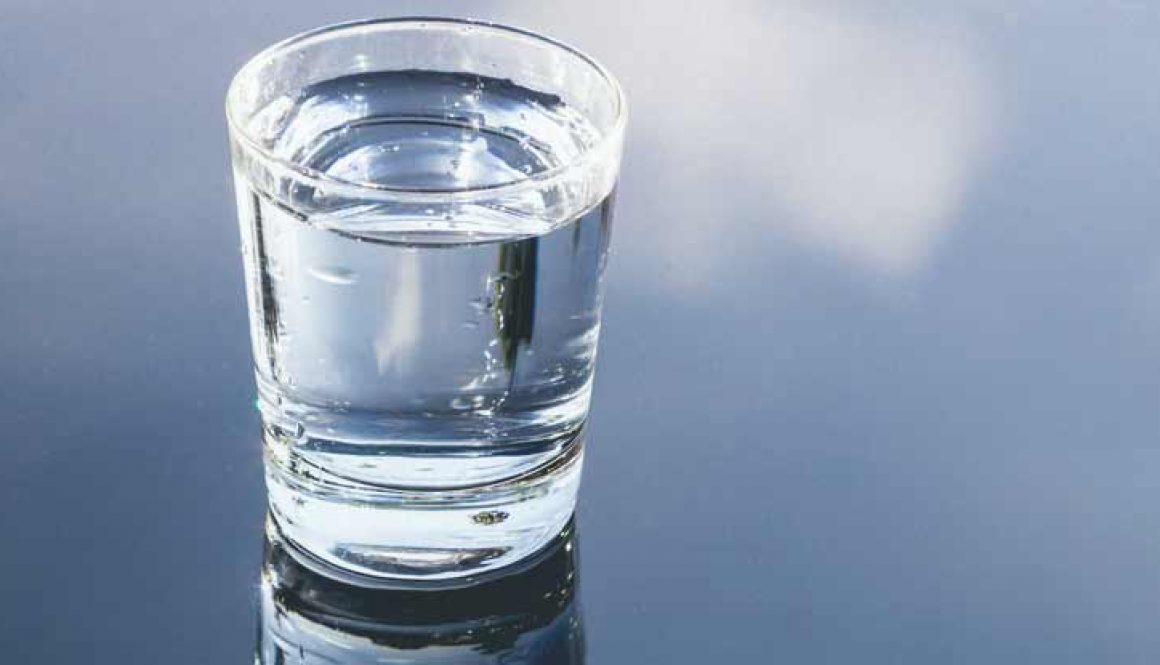 Basisches Wasser: Die Wunderflüssigkeit, die Ihr Körper braucht